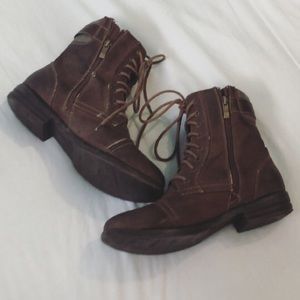 5/25$✨ Zip up brown boots size 9